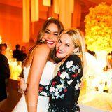 Reese Witherspoon lässt die Hochzeit ihrer guten Freundin Sofía Vergara noch mal Revue passieren und postet diesen süßen Schnappschuss von sich und der schönen Braut.