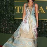 Schauspielerin Kate Beckinsale trug eine extravagante Robe von Alberta Ferrett.