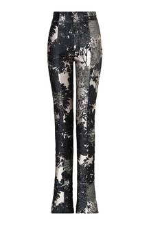 Mustergültig: Hose mit silbernen Effektgarnen, von Escada, ca. 780 Euro