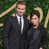 David und Victoria Beckham erscheinen wieder einmal im Partnerlook auf dem roten Teppich.