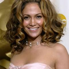 Auch beim Kopieren von JLos Haarstylings ist Beyoncé weit vorne, z.B. diese 60s-Big-Hair-Variante, die Jennifer Lopez bei den Oscars 2002 zeigte.