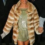 Im kurzen Pelzmantel musste Jennifer Lopez 2003 in London nicht frieren.
