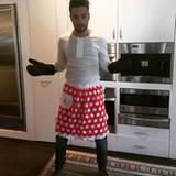 Ein bisschen unbeholfen wirkt Liam Payne trotz passender Schütze à la Backfee in der Küche ja schon. Wir sind uns dennoch sicher, dass er sich für Thanksgiving besonders ins Zeug legt.
