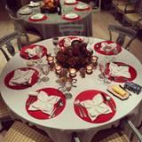 Wer denkt, dass die Hiltons nur in Luxus-Restaurants speisen, der irrt. Zu Thanksgiving hat sich Mama Kathy Hilton in die Küche gestellt und verwöhnt ihre Familie mit einem lecker Essen und einer stilvollen Dekoration.