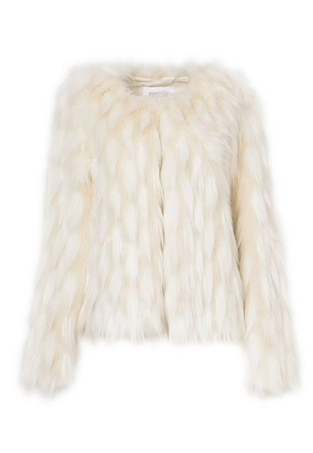 Hält wohlig warm: kuschelige Fake-Fur-Jacke von Riani, ca. 300 Euro