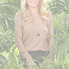 """Jenny Elvers  Die Moderatorin und Schauspielerin ist es gewohnt, mit einer Horde mehr oder weniger bekannter Menschen auf engstem Raum zu leben. Bei """"Promi Big Brother"""" reichte es für die 43-Jährige zum Sieg. Im Camp möchte sie ihre wahre Persönlichkeit zeigen.   Jenny Elvers wird an Tag 9 von den Zuschauern rausgewählt und freut sich darüber. Nachdem sie von ihrem Partner Steffen von der Beeck am Hotel empfangen wird, gönnt sie sich erst mal ein ausgiebiges Schaumbad."""
