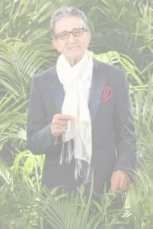Rolf Zacher  Schauspieler Rolf Zacher ist mit seinen 74 Jahren der älteste Dschungelcamper. Er hat kein Problem mit Reis und Bohnen, da er schon seit vielen Jahren Vegetarier ist.   An Tag 9 muss Rolf Zacher das Camp aus gesundheitlichen Gründen verlassen. Einige Dschungel-Mitbewohner weinen bei seinem Auszug.