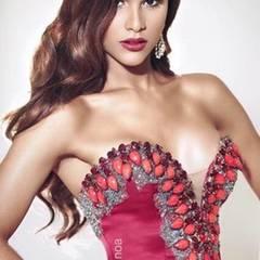 Besonders krass ist der Unterschied bei Miss Universe Dominikanische Republik, Clarissa Molina. Geschminkt hat sie den Charme einer verruchten Sexbombe.