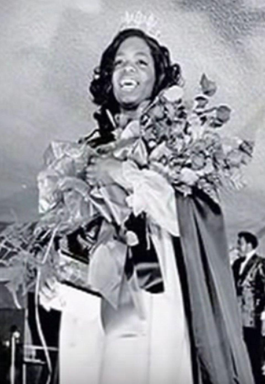 """Mit zarten 17 Jahren wurde Oprah Winfrey zur """"Miss Black Tennessee 1971"""" gekürt."""