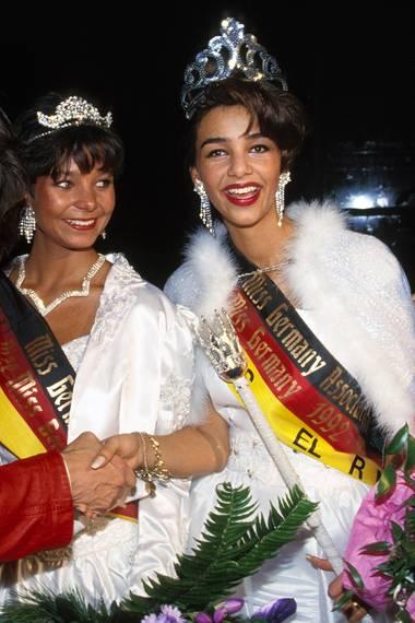 """Damals 1993 hieß Verona noch Feldbusch mit Nachnamen, war schon zweifache """"Miss Hamburg"""" und konnte dann von Jürgen Drews zu ihrem """"Miss Germany""""-Titel beglückwünscht werden."""