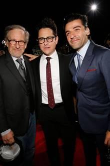 """Regisseur Steven Spielberg posiert mit J.J. Abrams und """"Star Wars""""-Darsteller Oscar Isaac."""