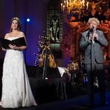 18. Dezember: Norwegen  Ein bisschen wie ein Weihnachtsengel wirkt Prinzessin Märtha Louise, als sie das Nordea-Weihnachtskonzert im Dom in Oslo moderiert.