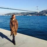 Die deutsch-türkische Schauspielerin Sila Sahin ist nach Instanbul geflogen um dort zu entspannen.