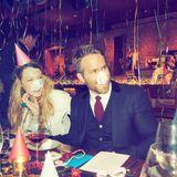 """Hollywoodstar Ryan Reynolds ist total aus dem Häuschen: """"Bester Geburtstag aller zeiten"""", postet der Schauspieler und bedankt sich artig bei seiner Frau Blake Lively für die Organisation."""