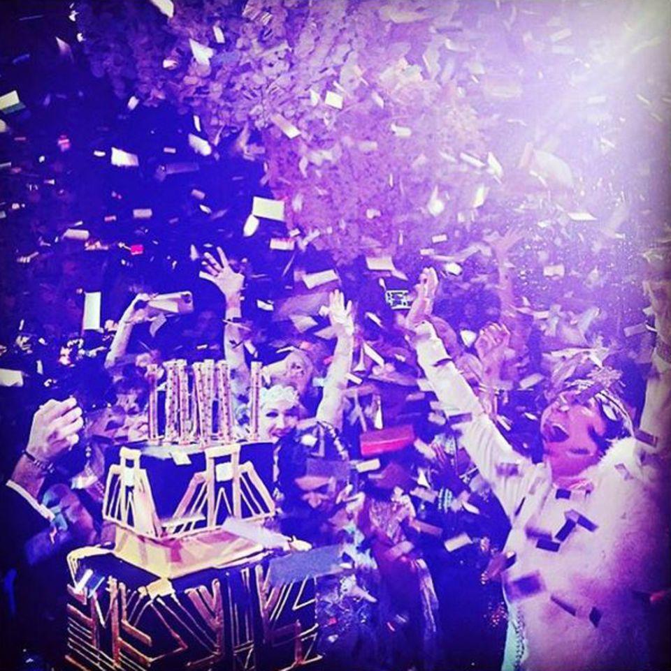 5. November 2015  Party like Great Gatsby: Kris Jenner hat keine Mühen und Kosten gescheut, um ihr Geburtstagsmotto perfekt umzusetzen. Höhepunkt des Ganzen ist dabei ein Tanz im Konfettiregen.