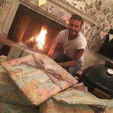 Victoria Beckham macht David Beckham zu dessen Geburtstag eine süße Liebeserklärung auf Instagram. Das Geburtstagskind strahlt und freut sich auf seine Geschenke.