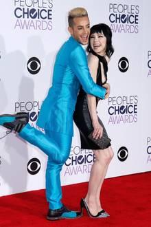 Tänzer Frankie Grande und Sängerin Carly Rae Jepsen haben Spaß auf dem roten Teppich.