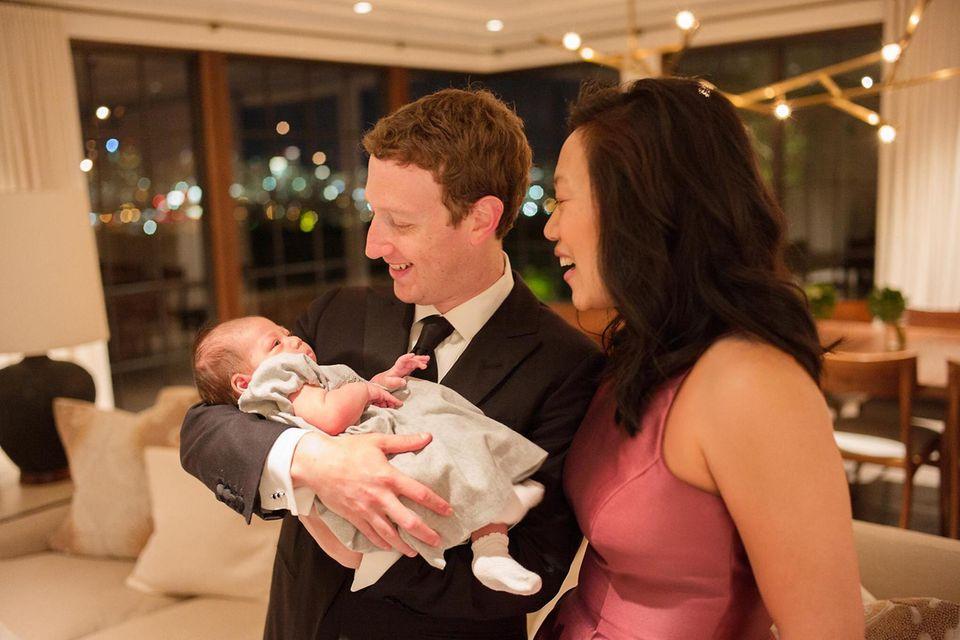 """Mark Zuckerberg teilt zum neuen Jahr noch ein Bild mit Ehefrau Priscilla und der kleinen Tochter Max. """"Ich hoffe, dass euer 2016 glücklich, gesund und produktiv ist."""""""