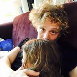 """""""Frohes neues! ?#?family? ?#?love? #2016 ?#?happynewyear"""".? Matthias Schweighöfer beginnt das Jahr mit einer Kuschelrunde mit Tochter Greta."""