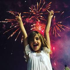 Topmodel Alessandra Ambrosio wünscht mit einem Bild ihrer Tochter Anja ein frohes neues Jahr.