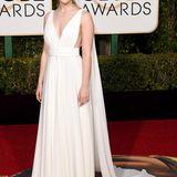 Saoirse Ronan bezaubert in einer weißen Robe von Yves Saint Laurent Couture.