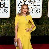 Wie die Sonne leuchtet Jennifer Lopez im gelben Haute-Couture-Kleid von Giambattista Valli.