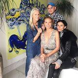 Immerhin drei Assistenten benötigt Model und Moderatorin Heidi Klum, bis sie bereit ist für den roten Teppich der Golden Globes. Für ein Gruppenfoto mit persönlichem Dank ist aber trotz all der Hektik noch Zeit.