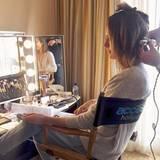 Moderatorin Louise Roe bezeichnet ihren Beauty-Marathon als Hausaufgaben, die sie ganz pflichtbewusst schon früh am Sonntag erledigt hat.