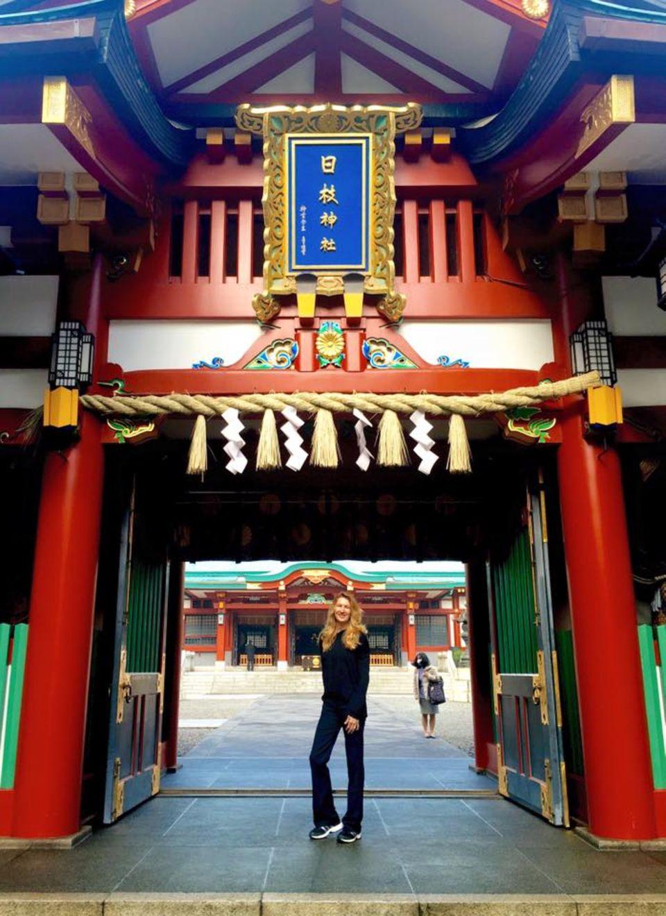 März 2016  Via Facebook sendet Steffi Graf Grüße aus Tokyo.