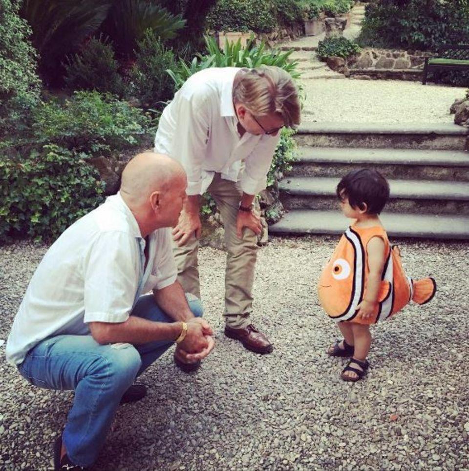 August 2016   Die suche hat ein Ende, Nemo ist gefunden! Von niemand anderen als von Bruce Willis persönlich. Dieser entzückende kleine Junge hat sofort das Herz des Hollywoodschauspielers erobert, der selber fünf Kinder hat.