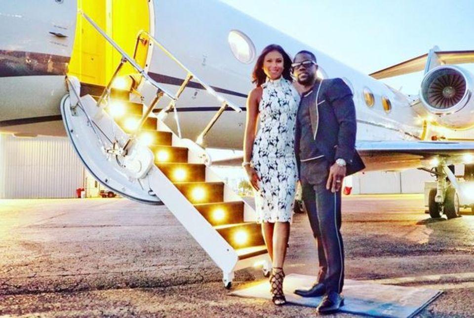 Bei diesem Paar kennt Dekadenz keine Grenzen: Kevin Hart und seine Frau vor einem Privatjet.