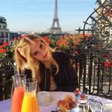 Wir beneiden Chiara Ferragni für ihr hübsches Frühstücksplätzchen mit toller Aussicht über Paris.