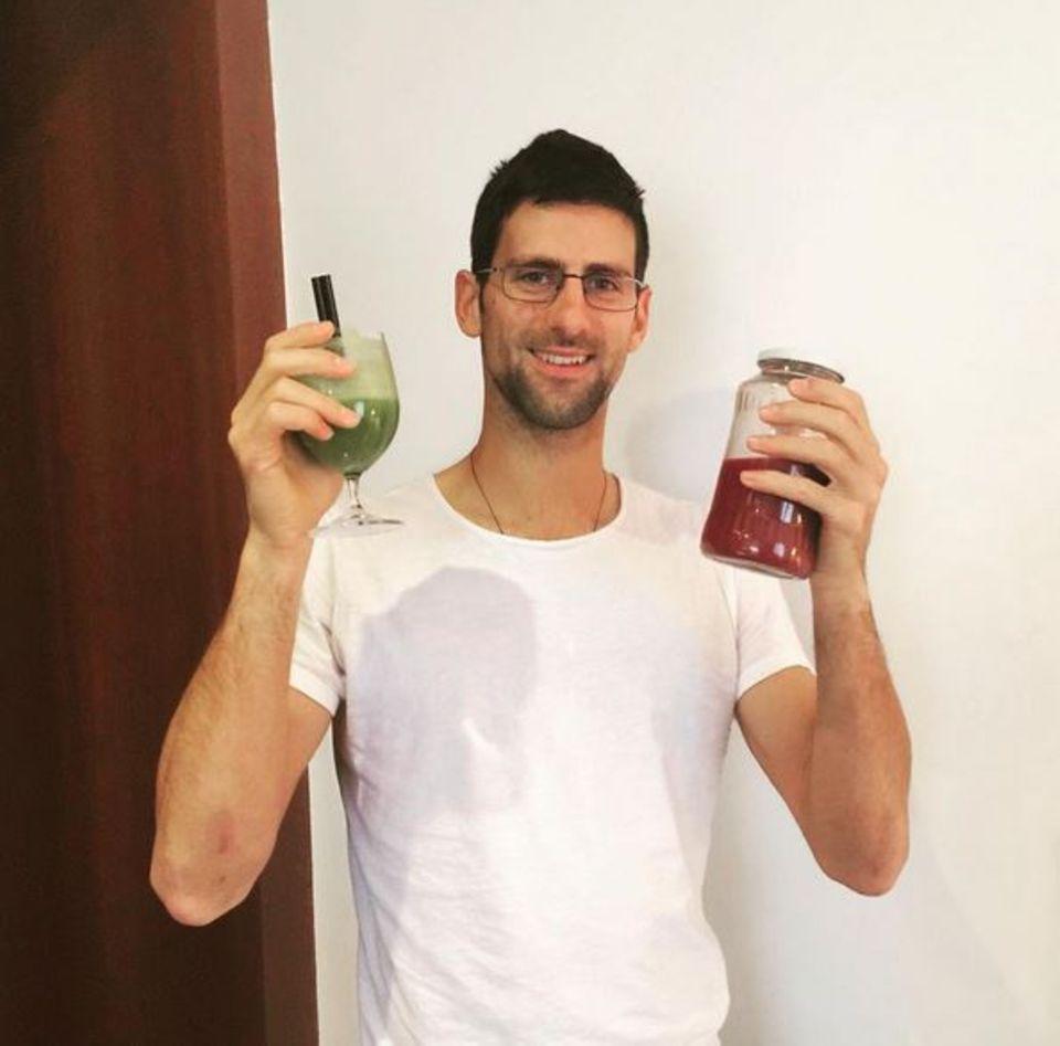 Februar 2016  Tennis-Champ Novak Djokovic schwört auf Vitamine aus Obst und Gemüs zum Frühstück.