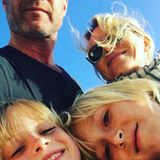 Mai 2016  Naomi Watts postet ein Gute-Laune-Selfie mit Liev Schreiber und deren Jungs Samuel und Alexander.