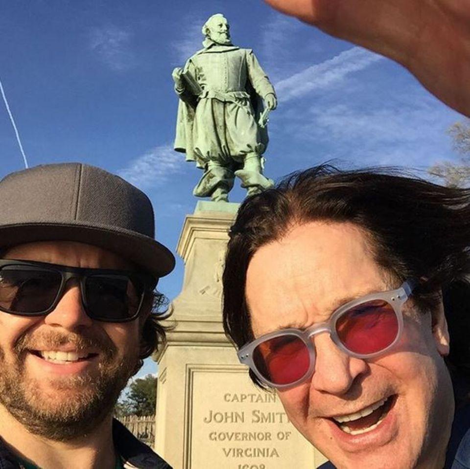 """Ozzy Osbourne und Sohn Jack auf einem historischen Road Trip? Das gibt es wirklich! Ozzy and Jack's World Detour im """"History Channel""""."""