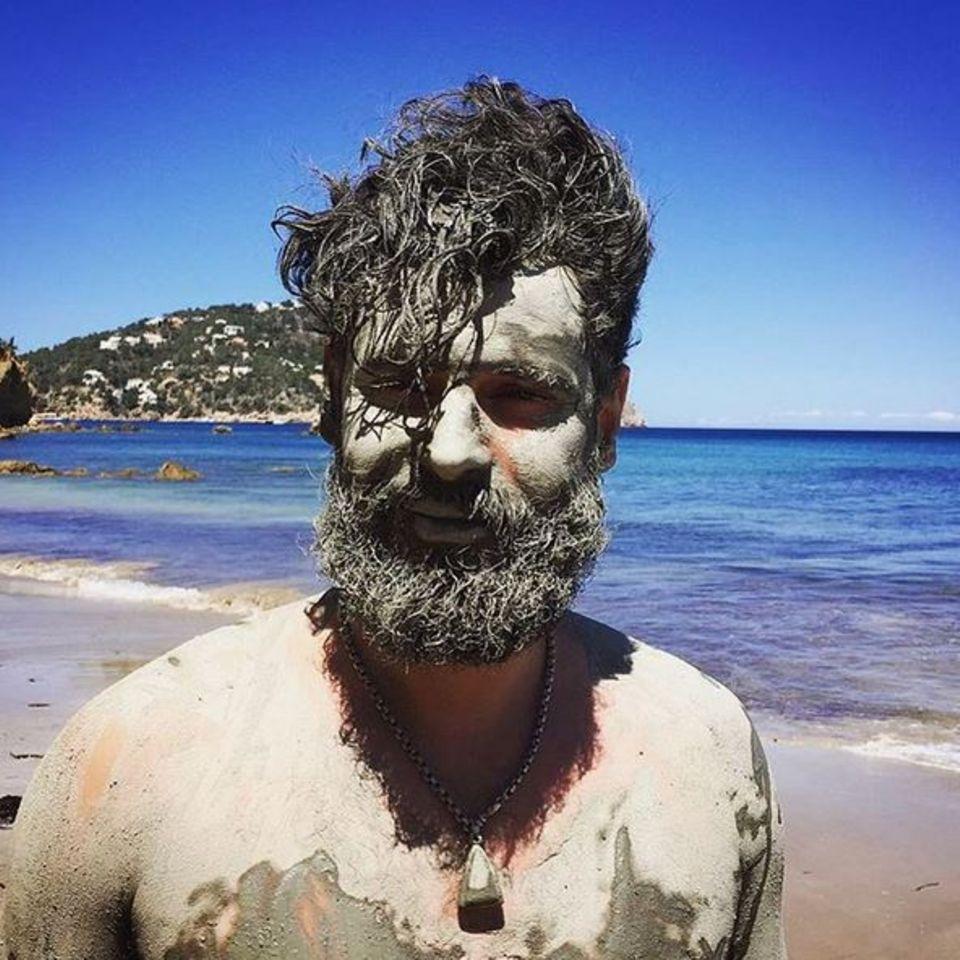 Mai 2016  Manuel Cortez macht Urlaub auf Ibiza. Der deutsch-portugiesische Schauspieler und Moderator ist kaum wiederzuerkennen.