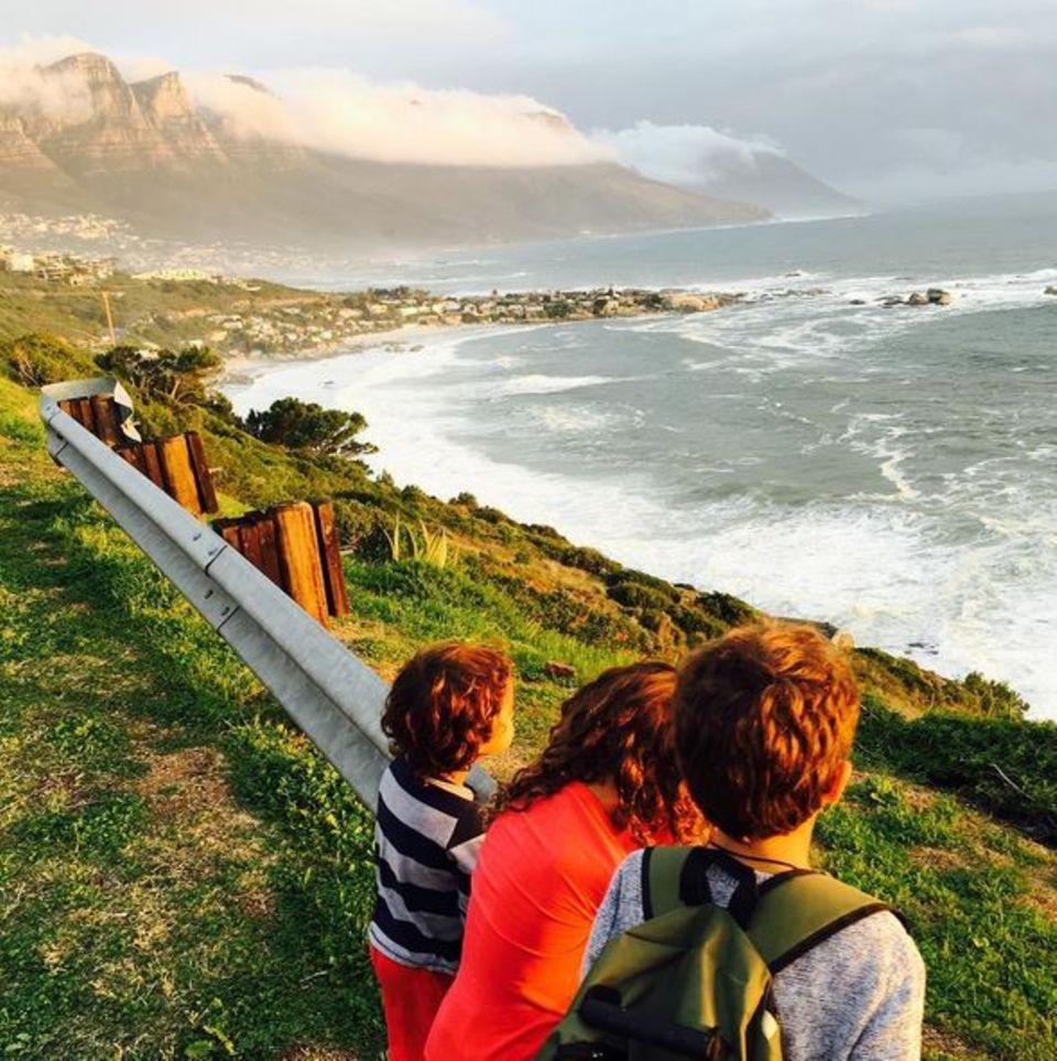 Juni 2016  Camila Alves und Matthew McConaughey machen einen Ausflug mit ihren Kids und halten die tolle Aussicht in diesem schönen Erinnerungsfoto fest.