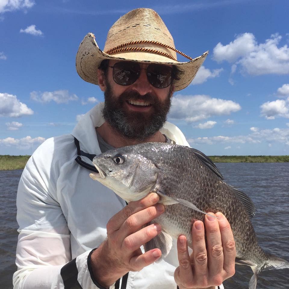 April 2016  Hugh Jackman ist unter die Fischer gegangen und präsentiert stolz seinen Fang.