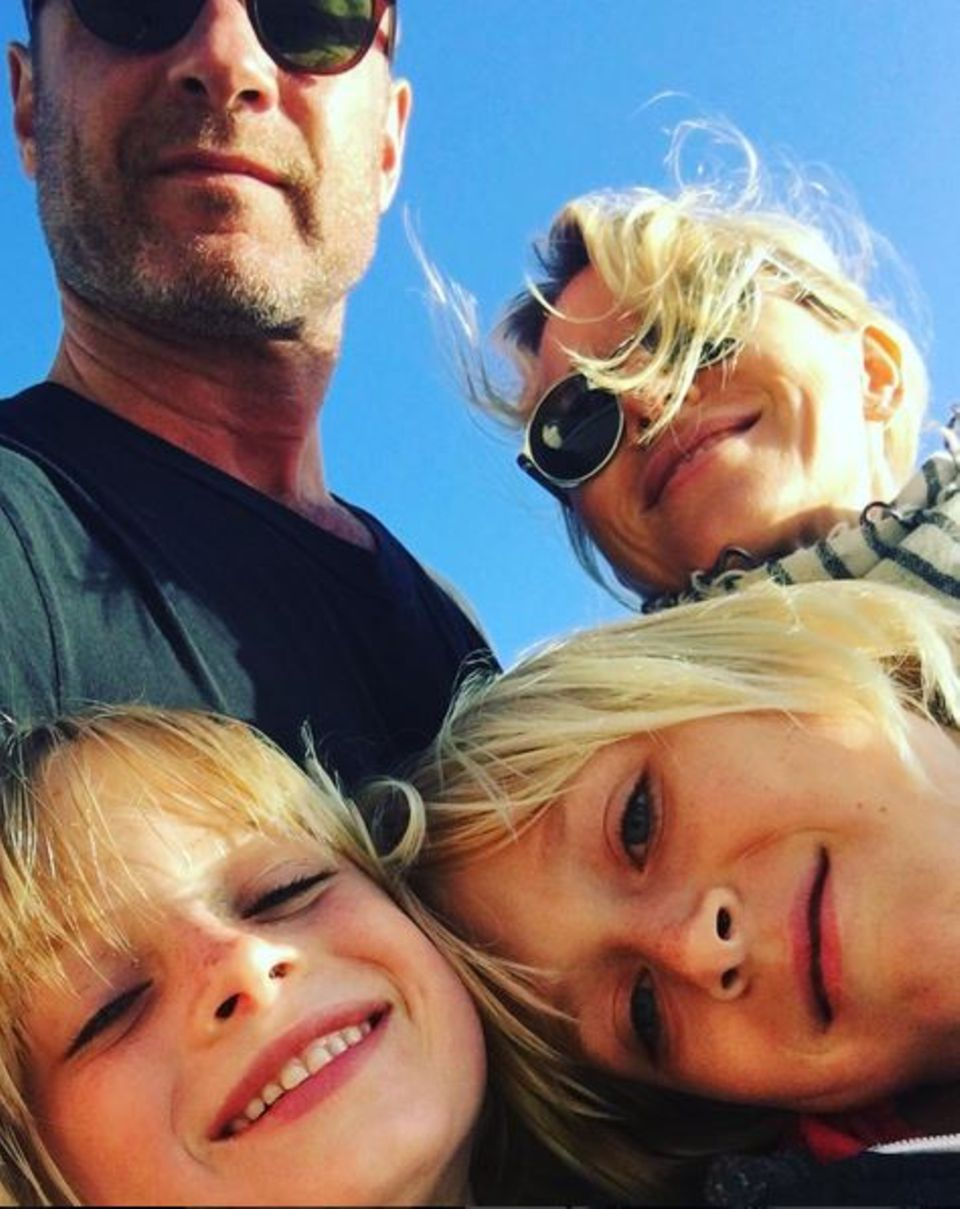 Mai 2016   Naomi Watts und Liev Schreiber verbringen mit ihren zwei Söhnen den Tag an der frischen Luft.
