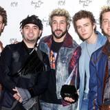 N'Sync hatten die wohl schlimmsten 90'er-Frisuren, die sich Männer zulegen konnten: Blondierte Spitzen, Mini-Dreadlocks, gegelte Sturmfrisuren und nicht zu vergessen die Minipli-Frisur von Justin Timberlake. Kurz rasierte Kinnbärtchen waren auch bei diesen Boyband-Mitgliedern voll angesagt.