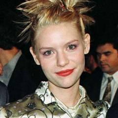 Noch eine Haarsünde von früher! Fransige Hochsteckfrisuren. Claire Danes zeigt hier auch, wie in den 90ern die Farben beim Make-up kombiniert wurden: Violetter Lidschatten und ein Lippenstift in Orangerot? Gruselig!