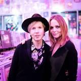 Beck ist nur einer der vielen musikalischen Stargäste von Stella McCartney im Amoeba Record Store in L.A.