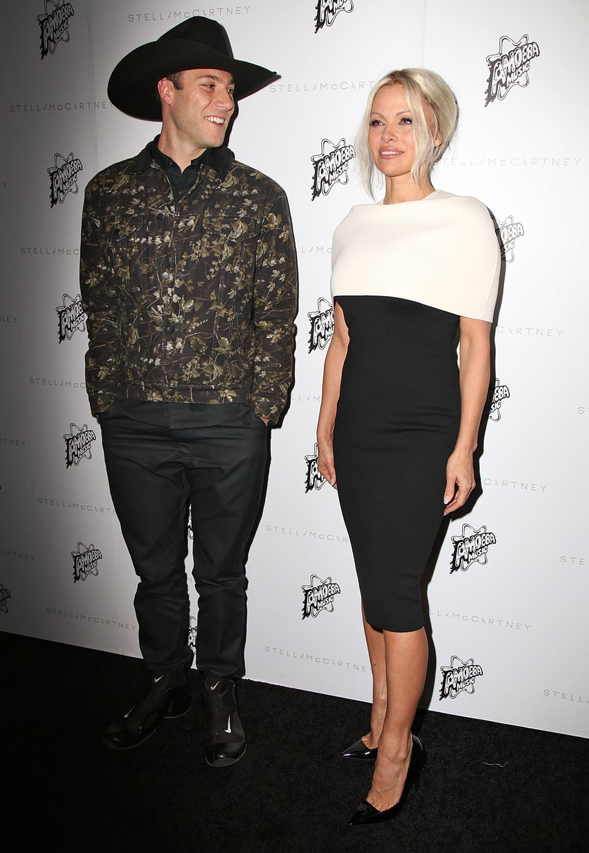 Pamela Anderson hat ihren Sohn Brandon Thomas Lee in den Amoeba Record Store mitgebracht.