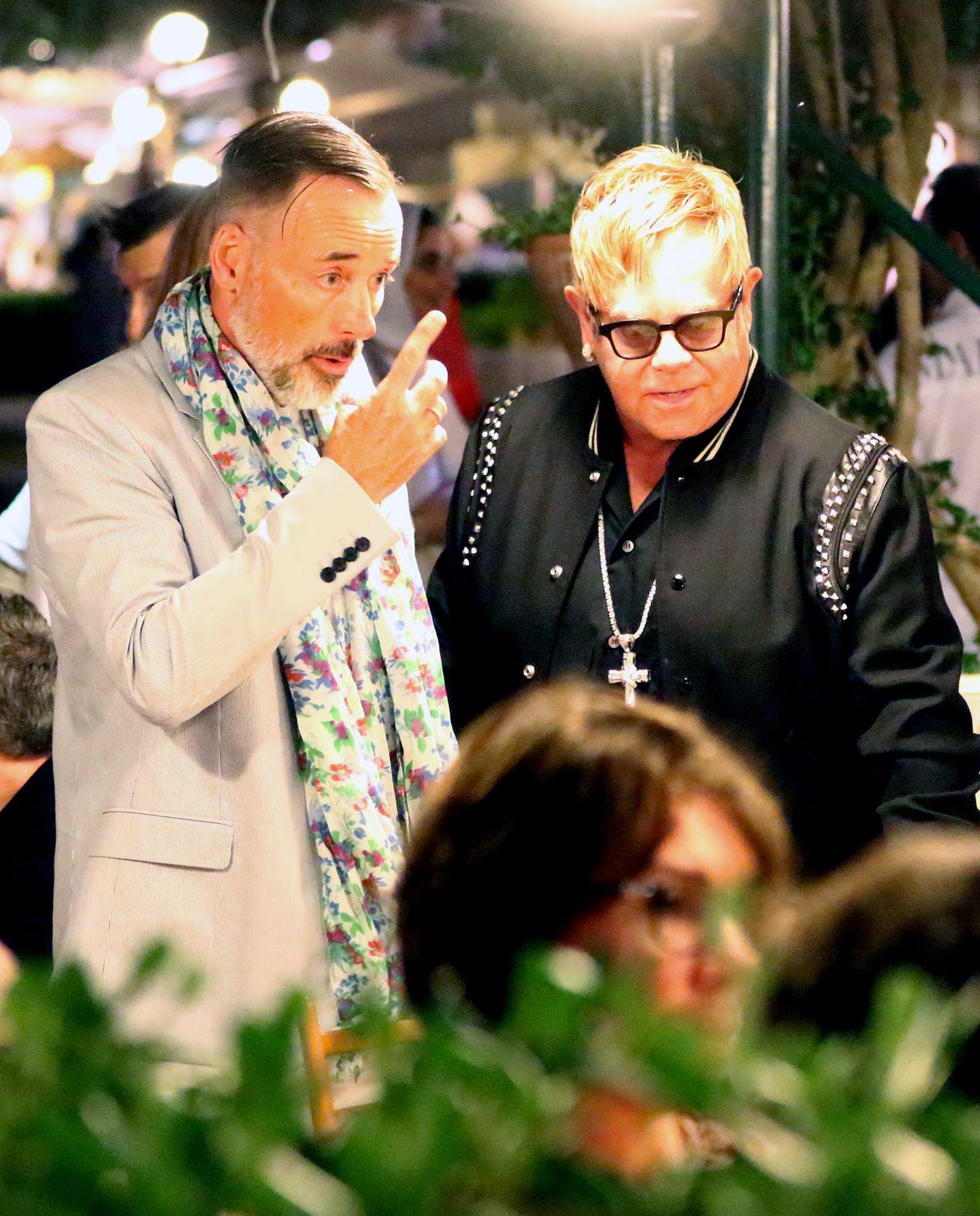 27. August 2016: Was auf den ersten Blick nach Zoff bei David Furnish und Elton John aussieht, entpuppt sich als ein spannender, diskussionsreicher Dinner-Abend mit Neil Patrick Harris und Rula Jebreal in Portofino.