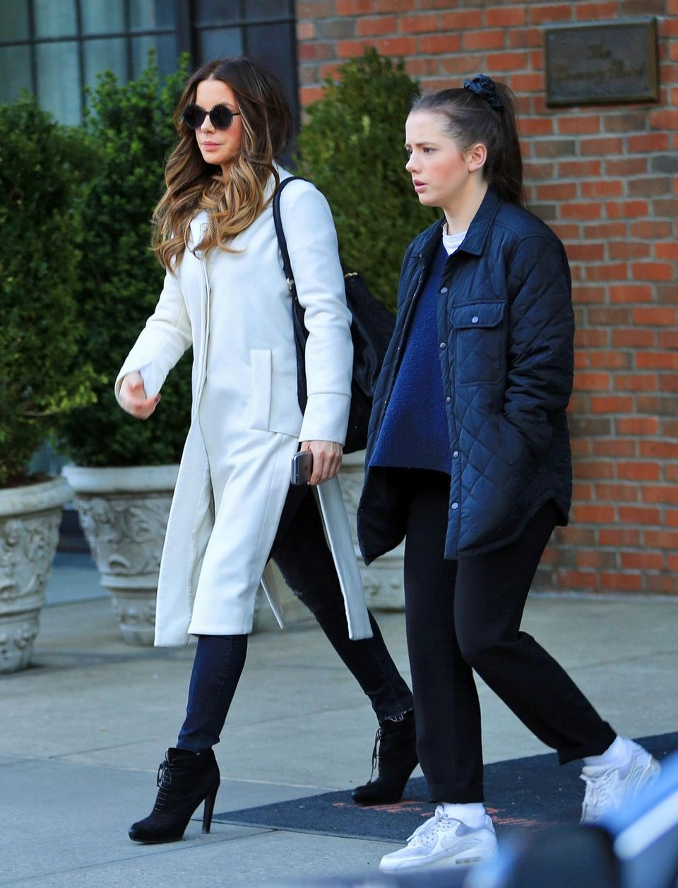 5. April 2016: Kate Beckinsale und ihre Tochter Lily Mo Sheen verlassen gemeinsam ihr Hotel in New York.
