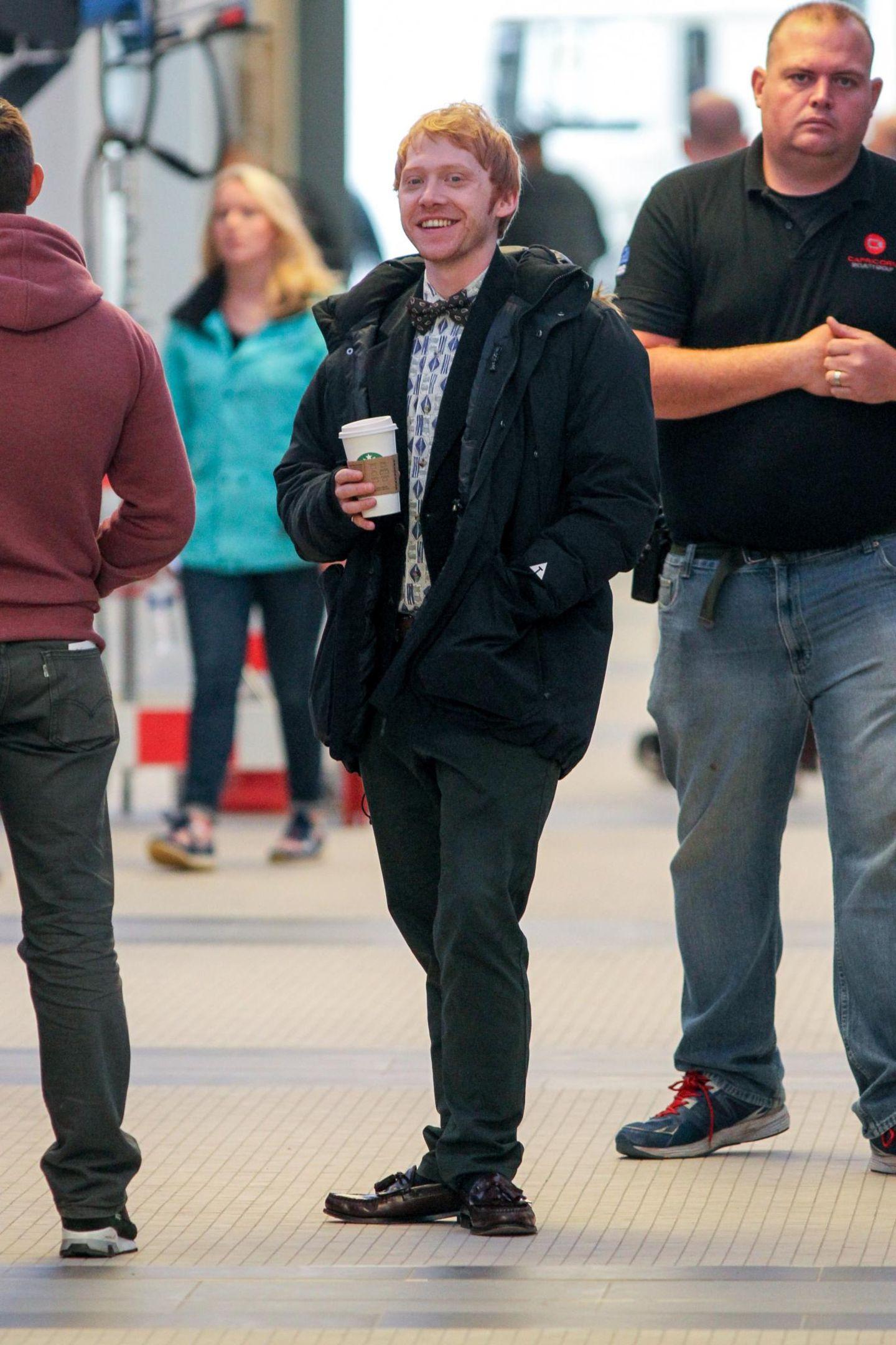 Schauspieler Rupert Grint legt eine kleine Kaffeepause ein, während Dreharbeiten in Manchester.