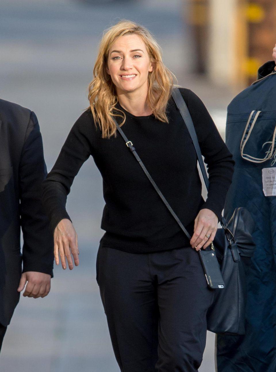 """1. Februar 2016: Kate Winslet ist auf dem Weg zur """"Jimmy Kimmel Live""""-Show in Los Angeles. Dort wird sie gleich aufgefordert werden sämtliche Namen ihrer Filmrollen aufzuzählen, was sie mit Bravour meistern wird."""