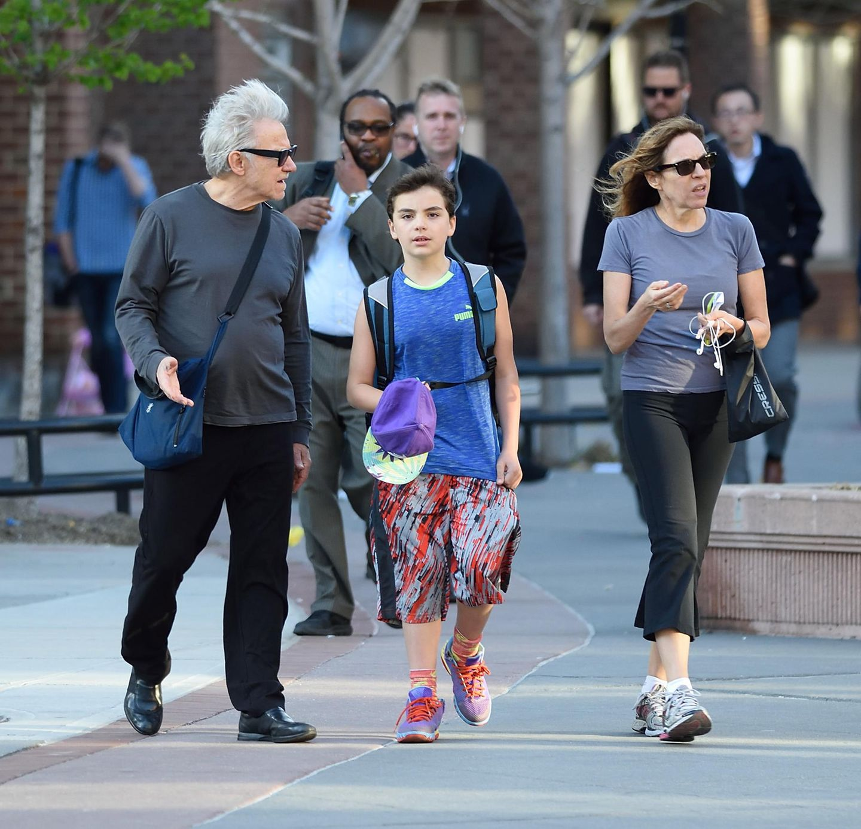 19. April 2016: Harvey Keitel ist mit seinem Sohn Roman und seiner Frau Daphna Kastner in downtown New York unterwegs.