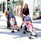 11. April 2016: Petra und Tamara Ecclestone schieben ihre Kinder durch Beverly Hills.