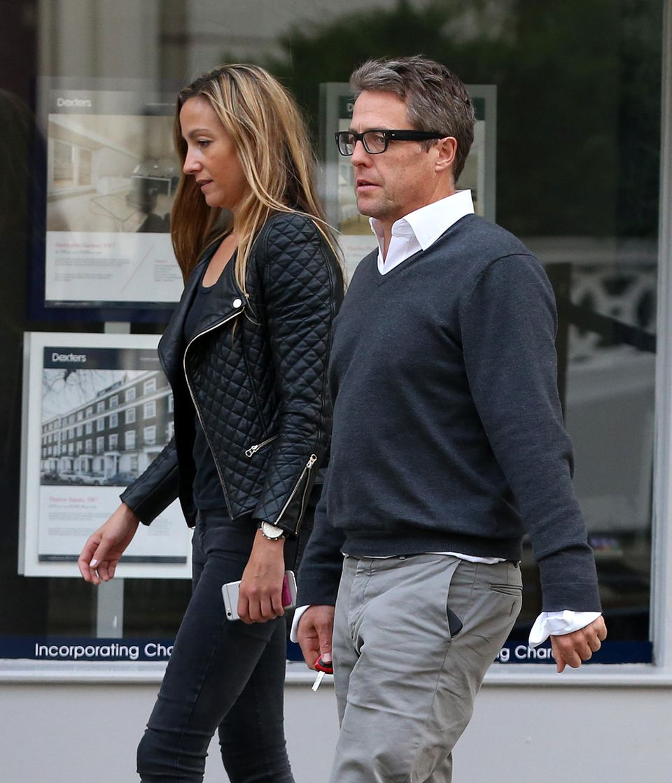 17. Juni 2016: Hugh Grant schlendert mit seiner Freundin und Mutter seiner zwei Kinder Anna Eberstein durch Chelsea. Das Paar ist auf dem Weg zum Dinner.